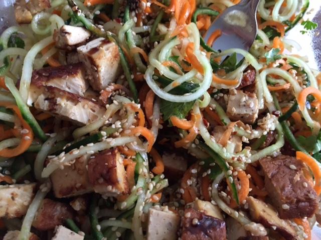 Sesam Gemüse Tofu Salat Rezept
